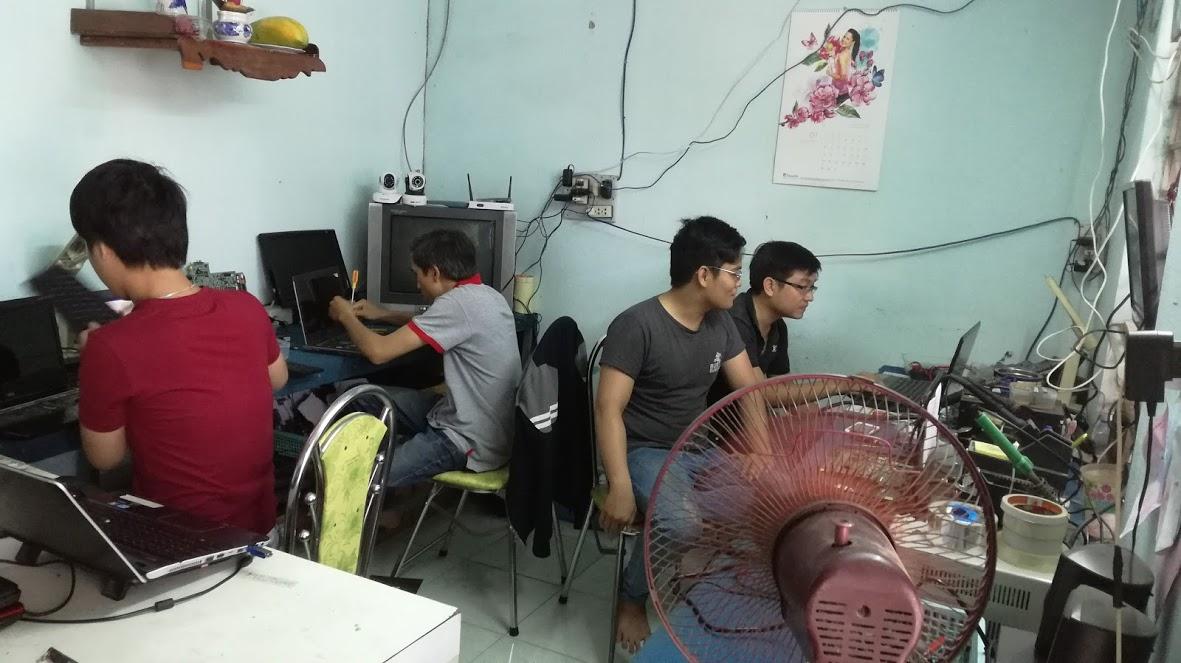Đội ngũ nhân viên tay nghề cao, tận tâm với khách hàng.