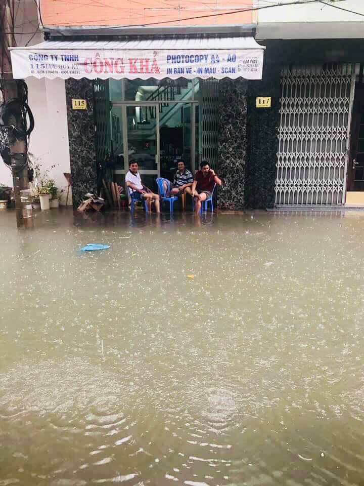 Lụt kệ lụt ta cứ thưởng thức cafe buổi sáng đã rồi tính.